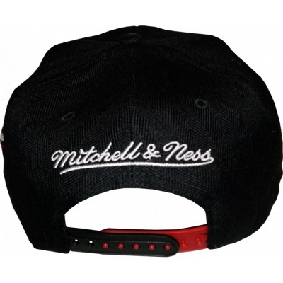 Chicago Bulls Snapback Lettering black/black/red | NBA | Mitchell & Ness