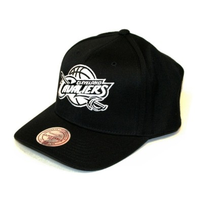 Mitchell & Ness Cleveland Cavaliers 110 Curved Snapback black